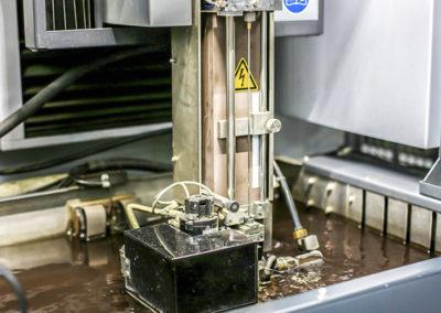 Процесс эрозионной обработки металла