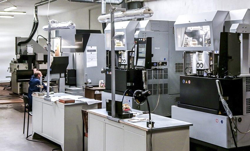 Электроэрозионный станок с ЧПУ